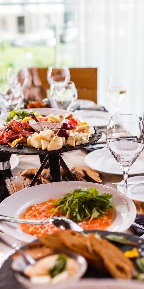 buffet réception traiteur sur peypin formule clé en mainévénement professionnel avec produit agriculture raisonnée